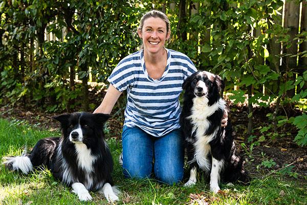 Anne Aschenbrenner mit Therapiehunden